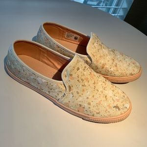 Toms Clemente Slip ons Sz 10 pink ivory gold